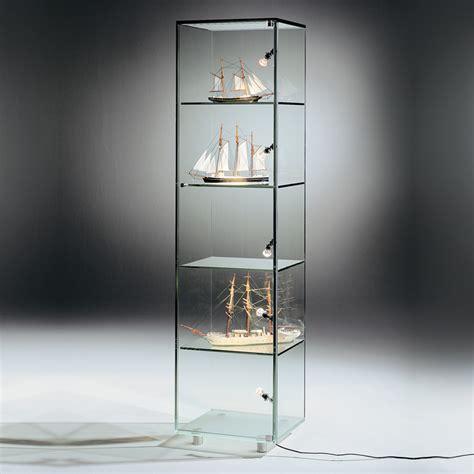 dreieck design vitrine solus von goodformch