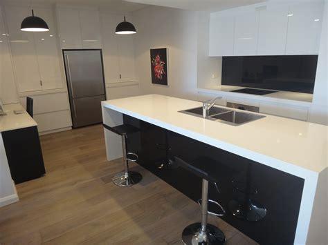 kitchen wood backsplash white and black kitchens search kitchens 3502