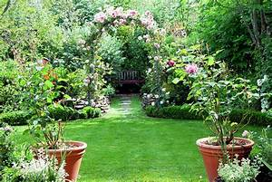 An overview of english garden design interior design for Garden plant design