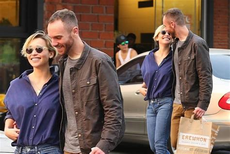 But this has not affected harington's girlfriend, rose leslie, as the two are still spotted together quite frequently. Who is Emilia Clarke Dating? Her Boyfriend in 2021 - Creeto