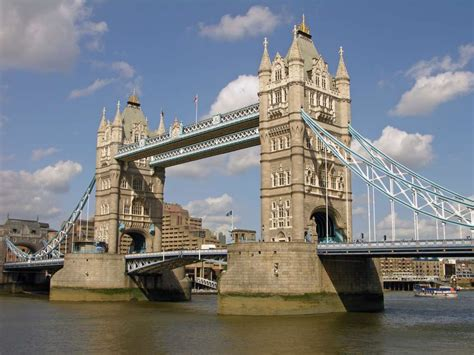 London 01 10 Tower Bridge