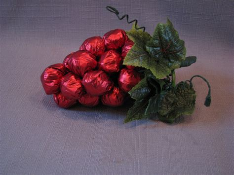 Mantu Kaste: Konfekšu ananāss un vīnogas no konfektēm