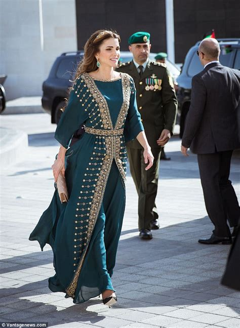 Queen Rania Dazzles In Emerald Dress As She Gathers With Jordanian Royals Daily Mail Online