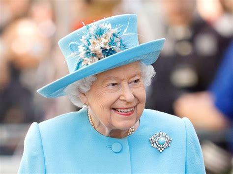 Reina Isabel devolvió un mono de juguete olvidado en el ...