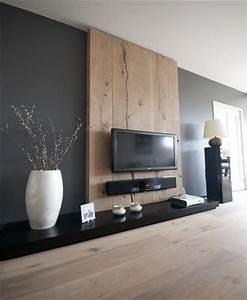 Decoration Mur Interieur : du gris anthracite et du bois sur le mur dans un salon design ~ Teatrodelosmanantiales.com Idées de Décoration