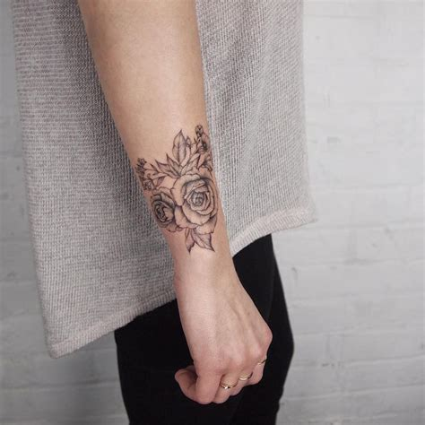 signification tatouage rose femme styles  tendances