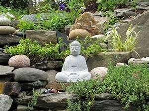 Buddha Statue Im Garten : harmonie in heimischen garten mit feng shui bringen ~ Bigdaddyawards.com Haus und Dekorationen