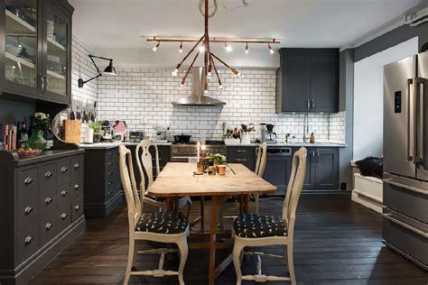 Gray Walls, Dark Wood Make For a Warm, Cozy Apartment