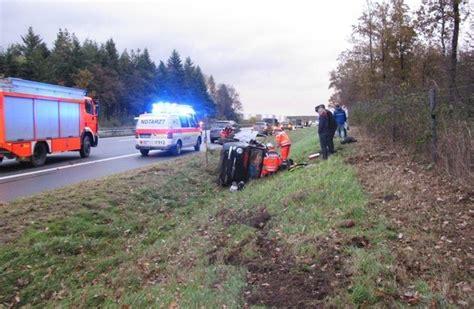pol row verkehrsunfall mit drei fahrzeugen und vier zum teil schwerverletzten presseportal