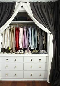 Dressing Tout En Un Avec Rideau : fabriquer un dressing avec rideau a mere life ideeco ~ Teatrodelosmanantiales.com Idées de Décoration