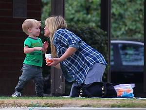Hilary Duff plays son Luca out at the park in LA - Growing ...