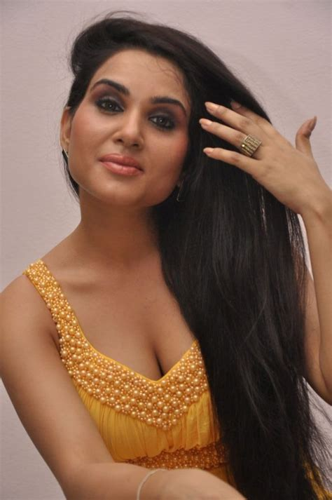 Kavya Singh Spicy Gallery Photo 31 Of 76