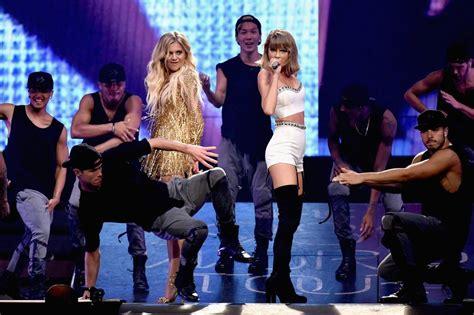 kelsea ballerini  taylor swifts celeb concert cameos