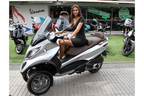 piaggio mp la primera scooter de tres ruedas aterriza en