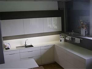 Küchen Ohne Geräte L Form : leicht musterk che gro e musterk che l form mit freistehender kochinsel ausstellungsk che in ~ Indierocktalk.com Haus und Dekorationen