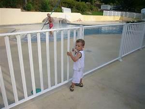 Barriere Protection Piscine : le portillon de s curit de la barri re de piscine avec les points forts du barreaud es ou du ~ Melissatoandfro.com Idées de Décoration