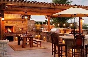outdoor kuche mit grill feuerstelle beleuchtung naturstein With feuerstelle garten mit balkon ohne dach