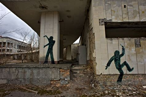 years  chernobyl disaster containment  nearing