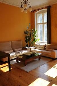 Gemütliche Wohnzimmer Farben : warme wandfarbe als einrichtungstipp f rs wohnzimmer wohnung in berlin wohnzimmer in 2019 ~ Watch28wear.com Haus und Dekorationen