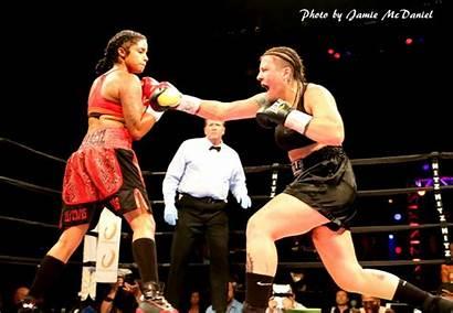 Bertha Aracil Boxing