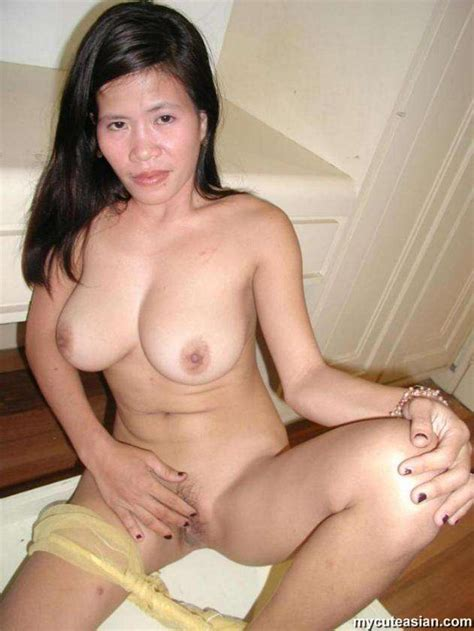 lovable sexy brunette babe gets fingered hard inserting her large fingers asian porn movies