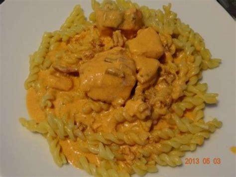 recette pate au lardon recettes de p 226 tes au saumon et lardons