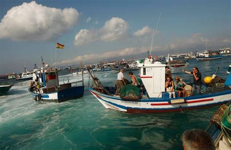 What S Fishing Boat In Spanish by Gibraltar 40 Spanish Fishing Boats In Stand Off With