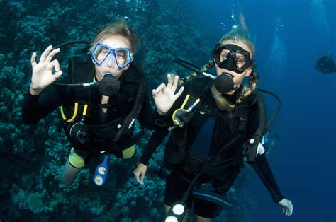 Scuba Dive Trips - ultimate travel packing list for a scuba diving