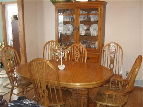 beautiful oak dining room table with leaf and six 6