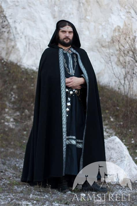 la cape medievale de laine sorbin disponible en