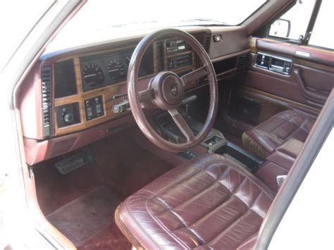 jeep burgundy interior 1991 jeep cherokee 6cyl 4x4 4d briarwood edition 4wd white