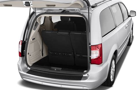 chrysler town country reviews  rating motor trend