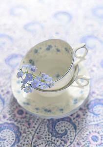 Geschirr Set Vintage : vintage geschirr vergissmeinnicht wundersch n gemacht dekolieblinge pinterest vintage ~ Markanthonyermac.com Haus und Dekorationen