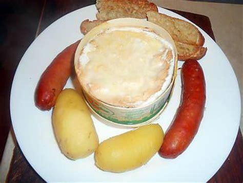 recette de fondue vacherin mont d or aux saucisses fum 233 es