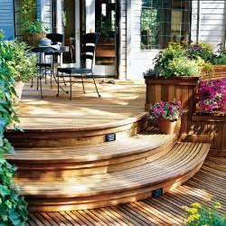 runde treppen beeindruckendes beispiel für mehrstufige holzterrasse in portland