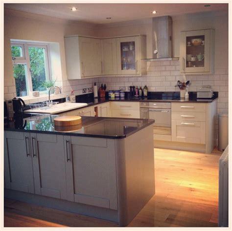 oven kitchen cabinet howdens kitchen prices glendevon gloss white martha 1331