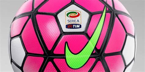 Weiß / Pinker Nike Ordem Serie A 15-16 Ball veröffentlicht ...