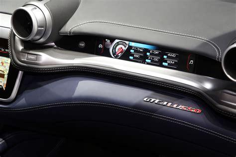 Per la sua esclusività, prestazioni di alta gamma e lunghezza di 4922 mm, classifichiamo la ferrari gtc4lusso nella categoria di berline di lusso.confronta dimensioni e foto con il suo modello precedente. Ferrari GTC4 Lusso at Geneva 2016 - Interior - Car Body Design