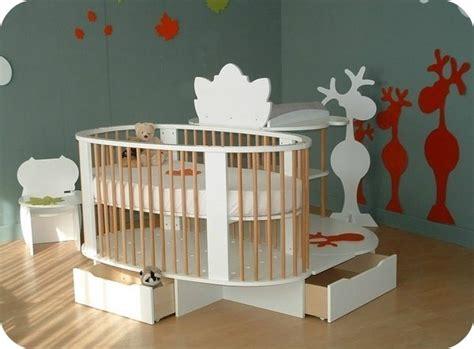 chambre evolutive pas cher 2 0 lit évolutif pour bébé avec table table de lit com