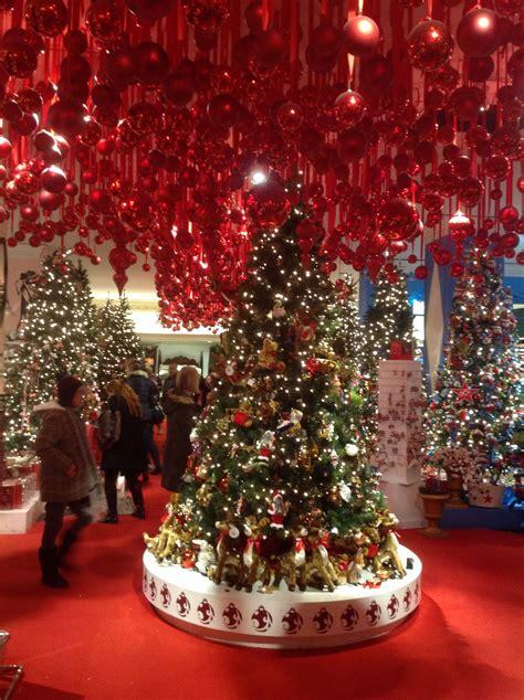 christmas tree in macy s nyc 7 lucky 2b here
