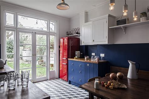 steal    cost conscious retro kitchen  london