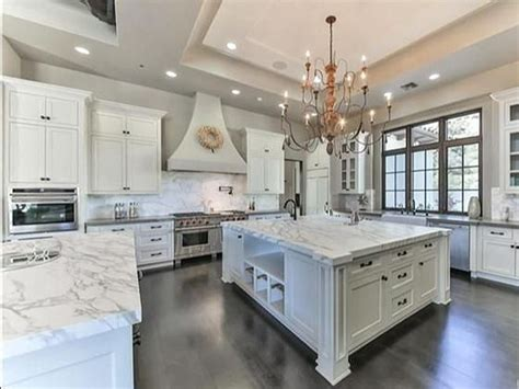 Butler Pantry Ideas by The 25 Best Mansion Kitchen Ideas On Pinterest
