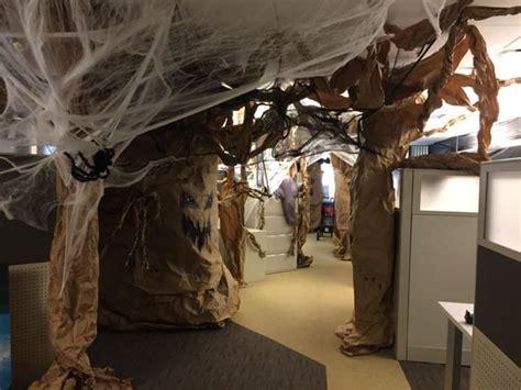 halloween cubicle ideas  pinterest halloween