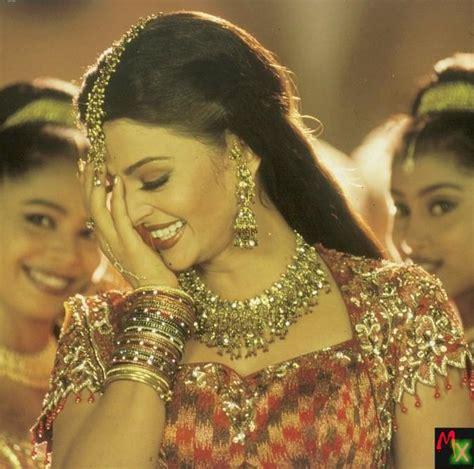 aishwarya rai romantic song  bold actress aishwarya