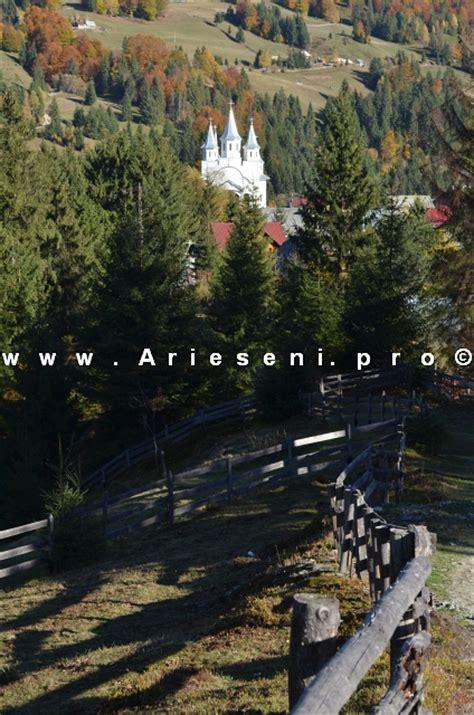 Biserica Inaltarea Domnului din Arieseni, dupa prima ninsoare.