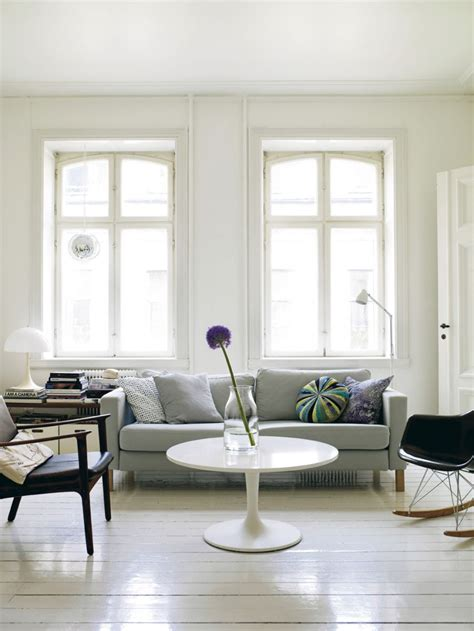 Paint Colors To Make Living Room Look Bigger by 10 Sneaky Ways To Make A Small Space Look Bigger The