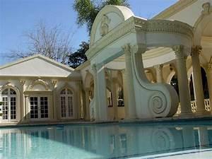 Shahrukh Khan House: Email Hoax