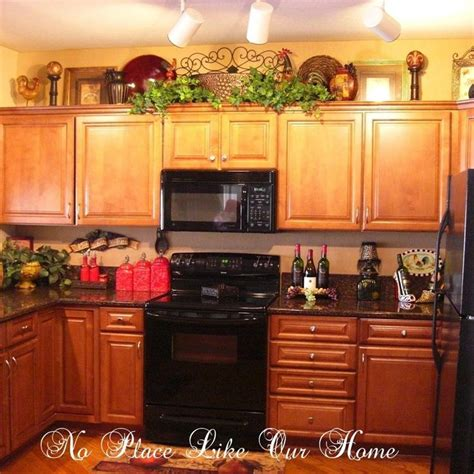 Decorating Ideas For Kitchen Cabinets by Best 25 Above Kitchen Cabinets Ideas On