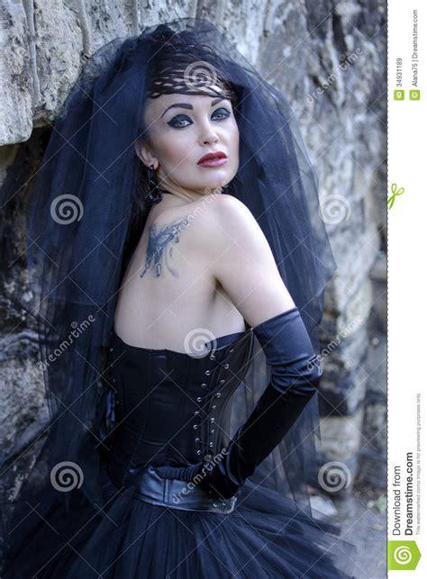 dark elegant gothic wedding dress fashion