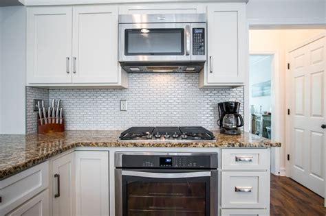 tiling backsplash in kitchen 528 best ccff kitchens images on 6241